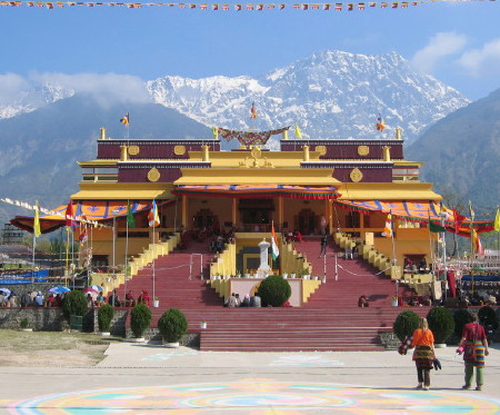how to reach dharamshala by train