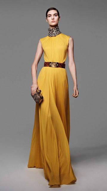 Alexander McQueen, se inspira en la miel y las abejas,  para vestir a una mujer femenina y muy sensual, esta es la propuestas de  primavera verano 2013 11