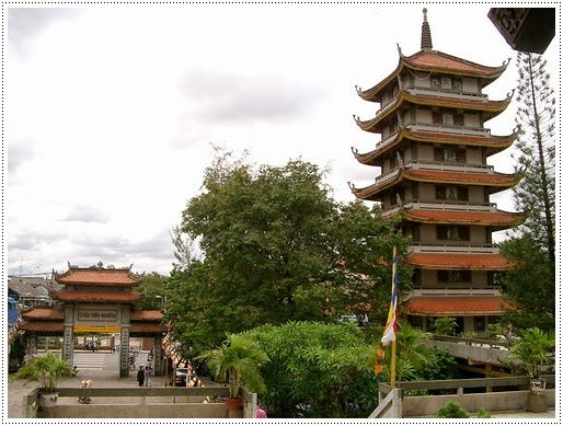 Tháp 7 tầng chùa Vĩnh Nghiêm Quận 3