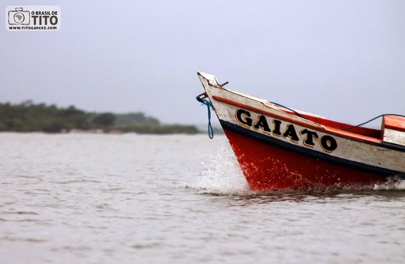 Barco 'Gaiato' na ilha de Maiandeua (Algodoal), no Pará
