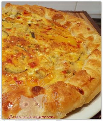 Torta salata con peperoni e altre verdure senza formaggio