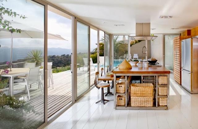 cocina de madera con diseño abierto