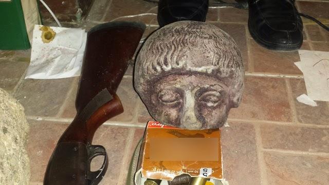 Ηράκλειο: Σύλληψη δύο ατόμων για κατοχή αρχαίων αντικειμένων και νομισμάτων, καθώς και όπλων