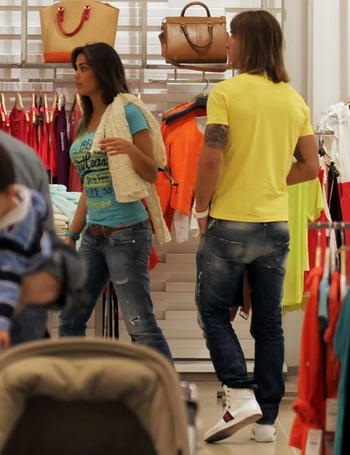 The perfect couples sergio ramos y lara lvarez compras - Zara sevilla centro ...
