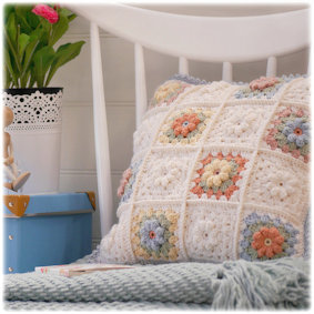 ♡ Daisy box pillow...