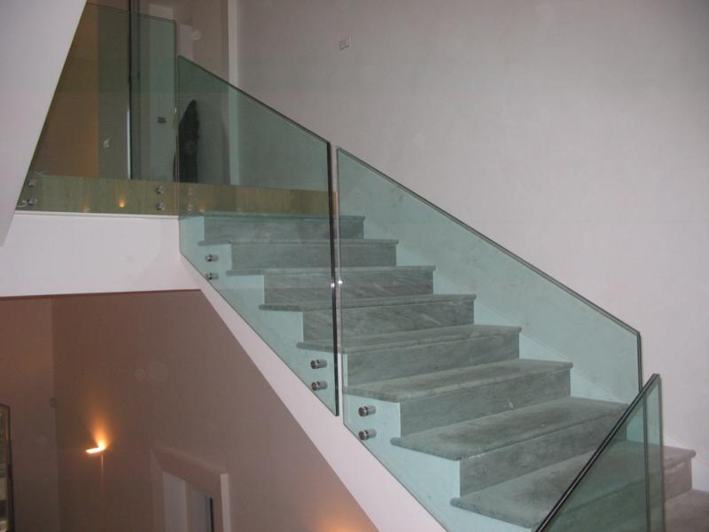 Ringhiere per scale parapetti vetro o cristallo - Parapetti in vetro per scale ...