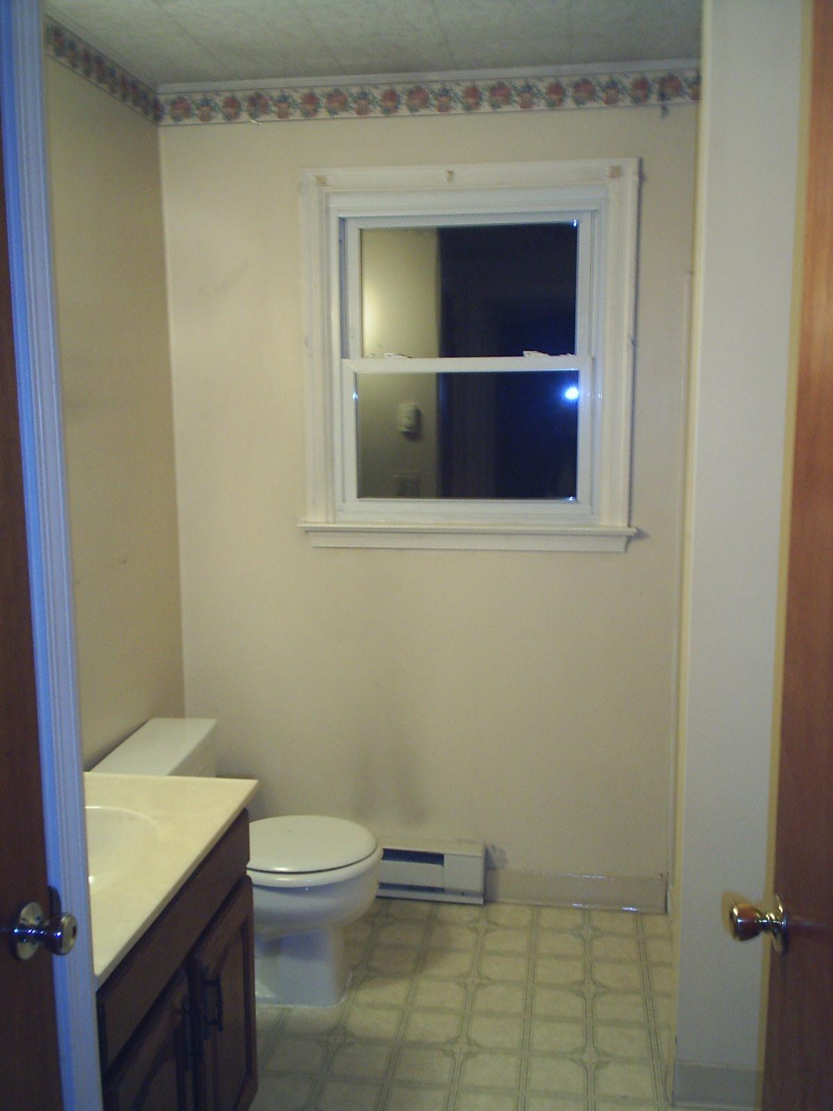 http://2.bp.blogspot.com/-roSoUD7TQKA/ToRon9NEXzI/AAAAAAAACM0/IyYvI6t1YFM/s1600/Bathroom+before.jpg