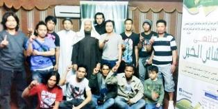 Usai Tarawih 20 Warga Asing di Saudi Masuk Islam