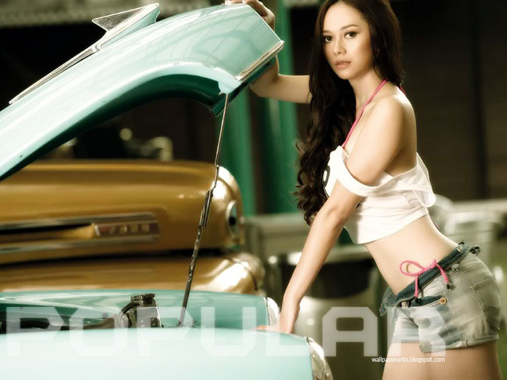 foto hot aura kasih di majalah popular