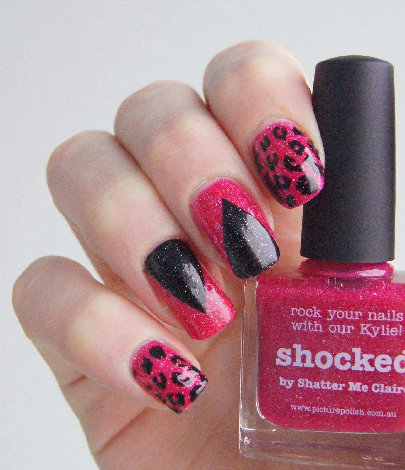 nail art noir et rose léopard