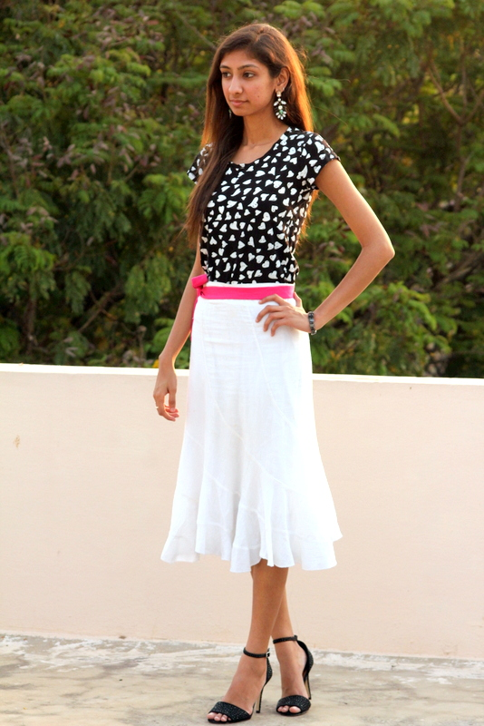 white skirt, black and white skirt, fashion blog india, best indian fashion blog, fashion stirred, summer fashion