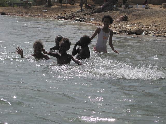 Niños senegaleses en La Somone