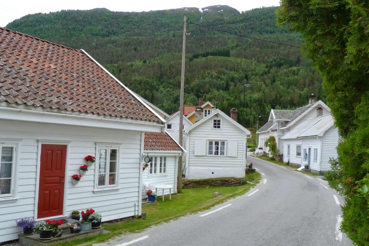Houten huisjes in Solvorn Noorwegen