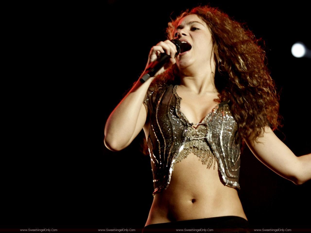 http://2.bp.blogspot.com/-rpgH-Kn7_24/Tird2TL0eSI/AAAAAAAAHqw/LC9gvo-VWo0/s1600/Shakira_performing.jpg