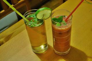 http://mamanakaruzeli.blogspot.com/2013/10/bezalkoholowe-drinki-przepisy.html
