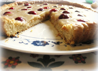 La ricetta della Crostata di ciliege e farine è perfetta per restare in forma! Soprattutto per gli intolleranti alle uova.