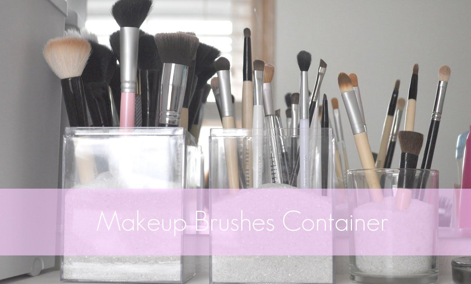 Captivating Makeup Brushes Storage Idea.