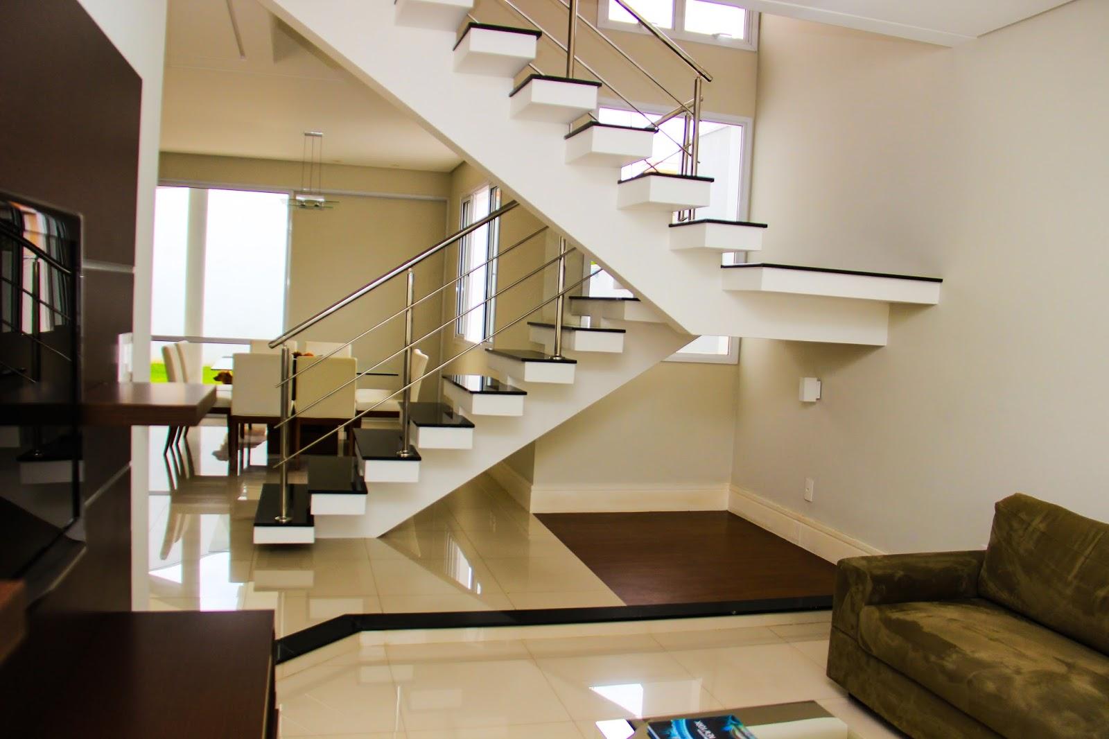 Meyre kajita resid ncia no condom nio primvera taubat for Sala de estar grande com escada