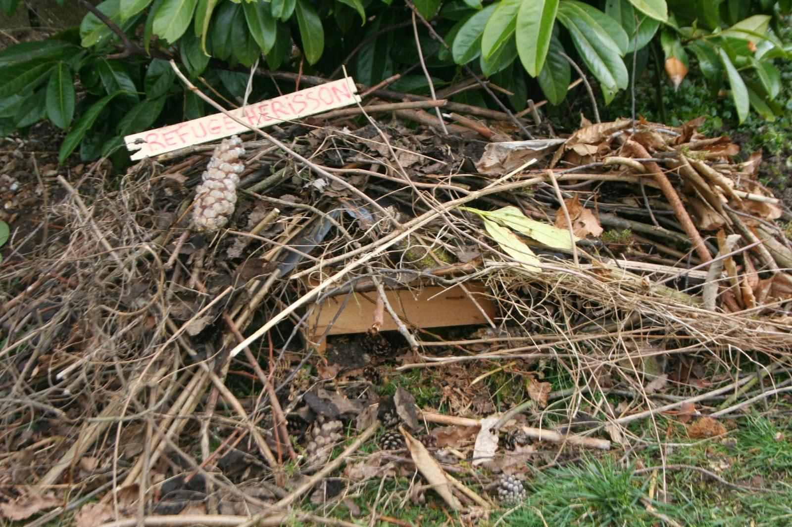 Construire des abris lpo dr me ligue pour la protection - Abri pour herisson ...