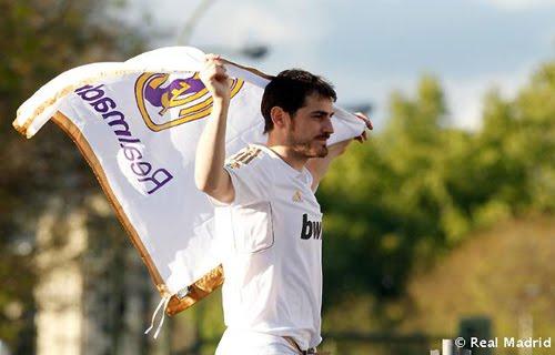 Iker Casillas Real Madrid campeón de Liga celebración Cibeles