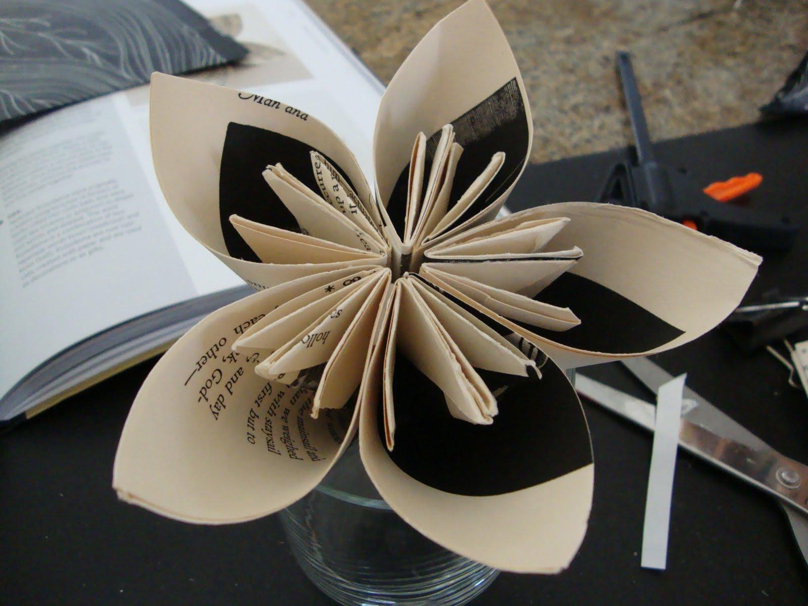 http://2.bp.blogspot.com/-rqkFZIba-VE/TbNGPrEW_9I/AAAAAAAAFyQ/eiPiik4hIlw/s1600/flowers%2Bfrom%2Bpaper%2B2011%2B005.JPG