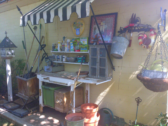 Country French garden, country French potting bench