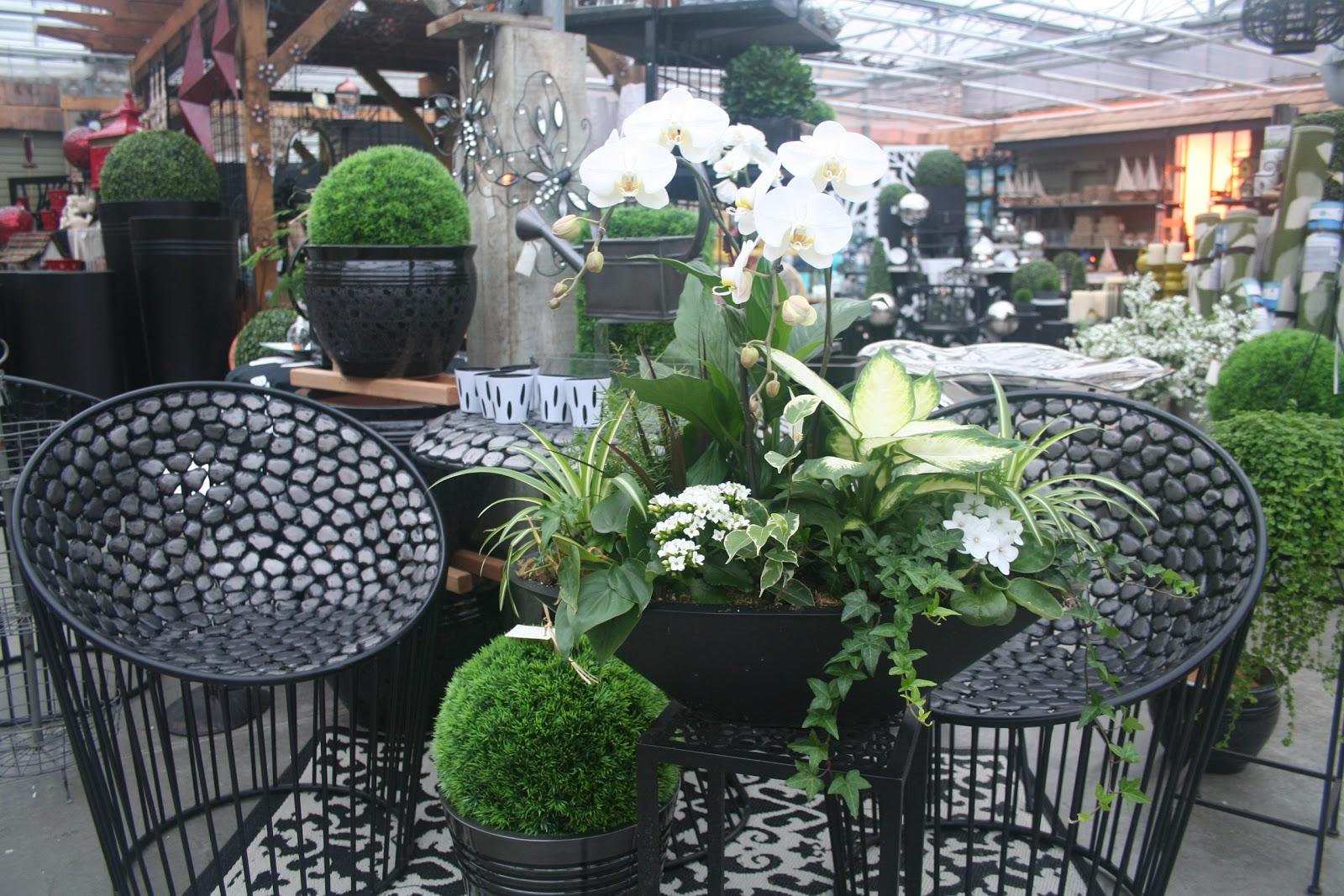 West Coast Gardens: Home and Garden Decor