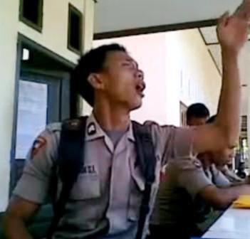 Video Youtube -  Briptu Norman Polisi Gorontalo Menggila