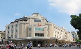 Trang Tien street plaza