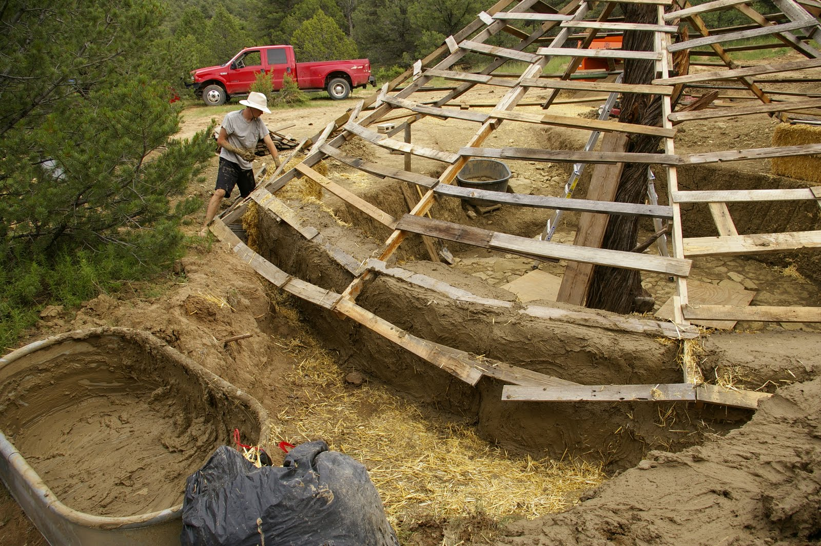 Constructing A Straw Bale Yurt Roof Amp Walls The