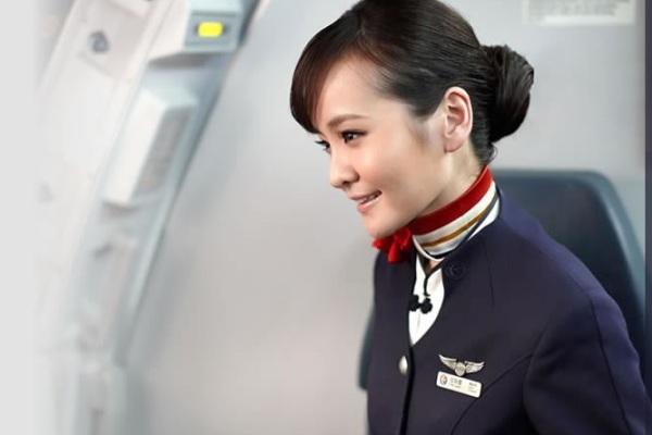 Pramugari maskapai China Eastern Airlines. ZonaAero