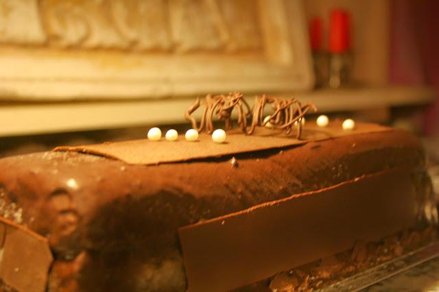 http://emancipations-culinaires.blogspot.com/2015/01/buche-de-noel-2014-chocolat-cassis-aux.html