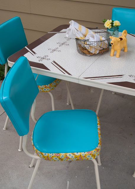 How to Makeover a Vintage Dinette Set (using Spray Paint & Mod Podge!)