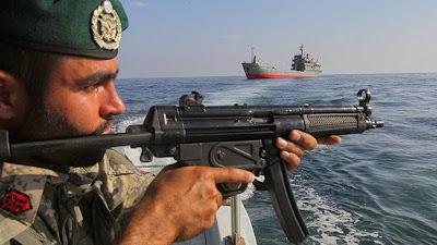 la-proxima-guerra-buques-de-guerra-iranies-escoltan-barco-con-destino-a-yemen