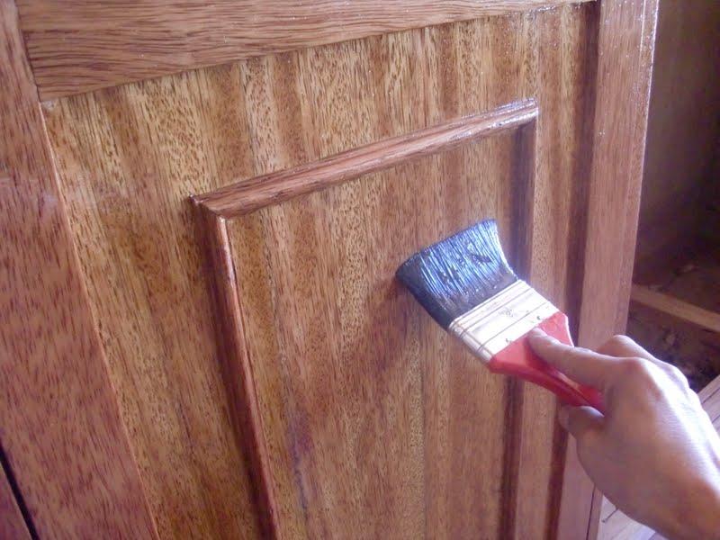 Decoraciones manualidades en madera tecnicas para - Como barnizar una puerta de madera ...
