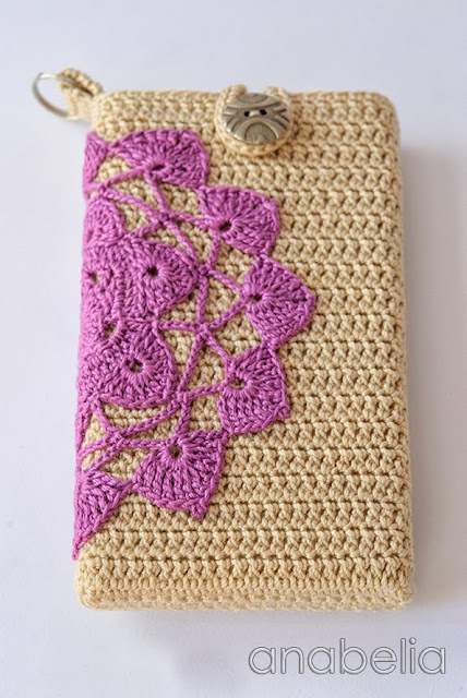 Crochet vintage smartphone cover by Anabelia