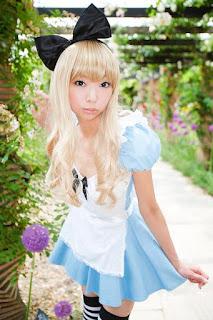 Necoco cosplay Alice in Wonderland