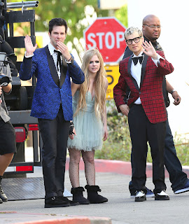 Videoclip » Here's to Never Growing Up [¡100 Millones!] - Página 3 EXPOSTAS.com+Avril+Lavigne+2013-04-07+-+On+Set+of+her+new+Video+HERE%27S+TO+NEVER+GROWING+UP+in+LA+%2815%29