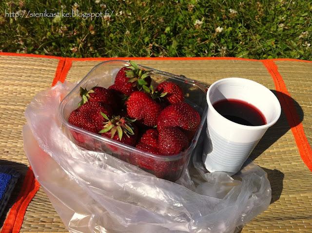 fresh cherry, tuore mansikka