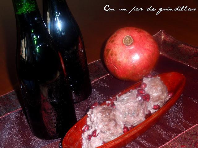 Albóndigas con salsa de nueces y granada