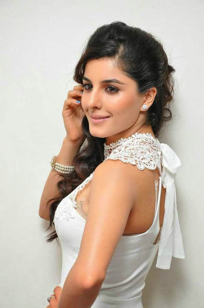 Isha Talwar at 'Maine Pyar Kiya' movie press meet