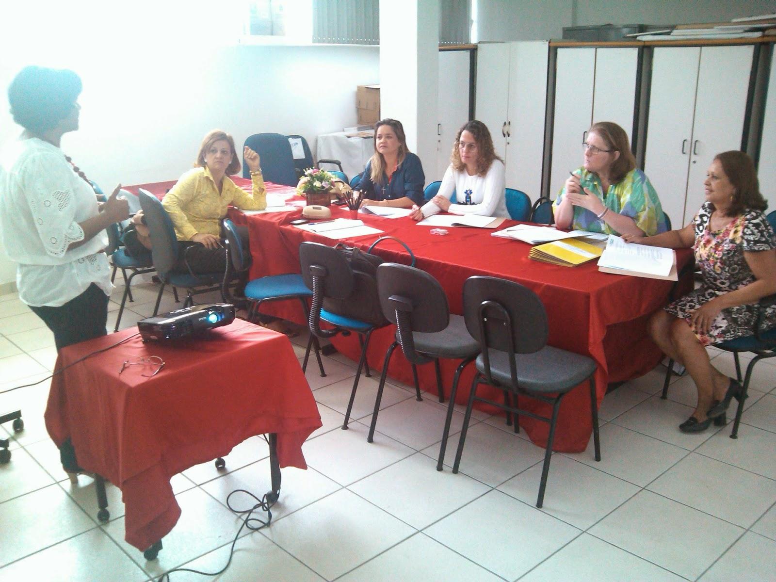 DIREC 16: Secretários de Educação da região participam de encontro para discussão da implantação do EMITec