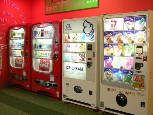Mesin penjual makanan atau minuman otomatis