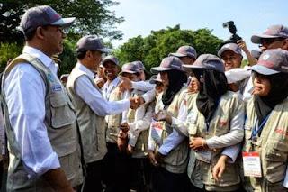 Jokowi dan Anies Baswedan Bersama Guru Garis Depan