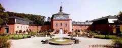<<<---Innenhof von Schloss - Wickrath--->>>