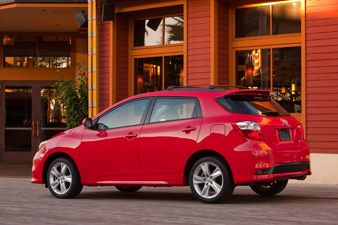 2011 toyota matrix chicago auto show auto car reviews. Black Bedroom Furniture Sets. Home Design Ideas