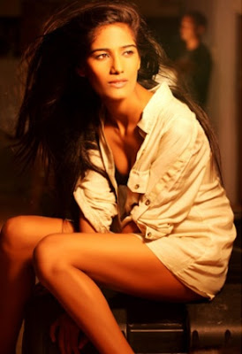 Poonam Pandey Hot Wallpapers