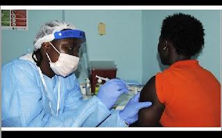 A Organização Mundial da Saúde anunciou que a vacina contra o vírus Ebola mostrou-se 100% eficaz durante um teste clínico realizado na Guiné com mais de 4.000 pessoas, anunciaram nesta sexta-feira os principais participantes do projeto, a proteção contra o vírus chegou a 100%. A vacina foi testada em mais de 3,5 mil pessoas.