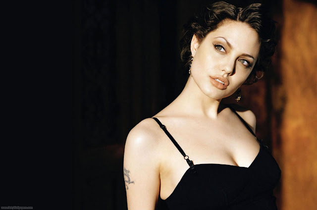 Angelina Jolie Wowing Wallpapers