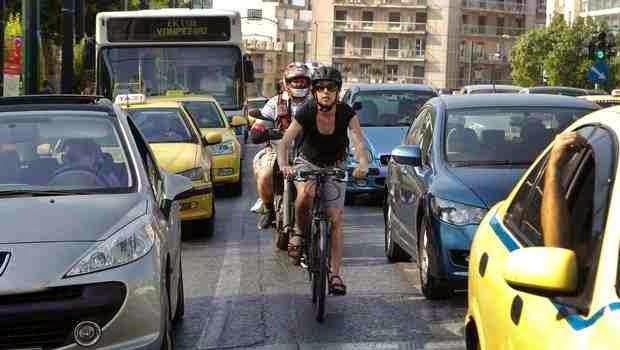 """""""ΝΑΙ"""" στην μετακίνηση με το ποδήλατο, αλλά με προσοχή γιατί η χώρα μας στερείται υποδομών!"""